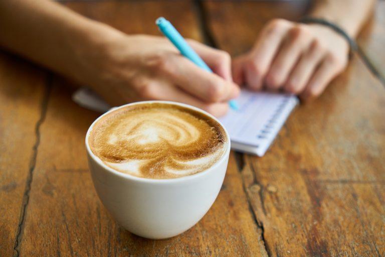 Vapaa kirjoittaminen – turhaa töhertämistä vai matka uusiin sfääreihin